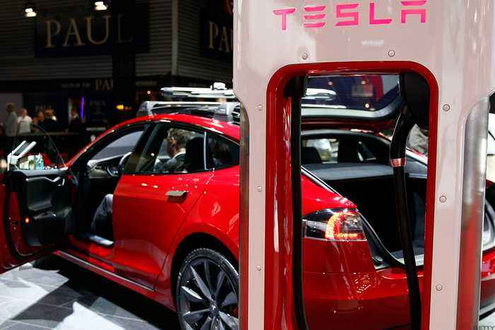 Did Elon Musk Just Lose the Apple of His Eye? Cramer on Tesla's Latest Departure