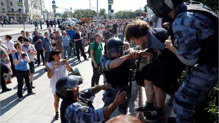 Russia: More Than 800 Detained In Opposition Crackdown