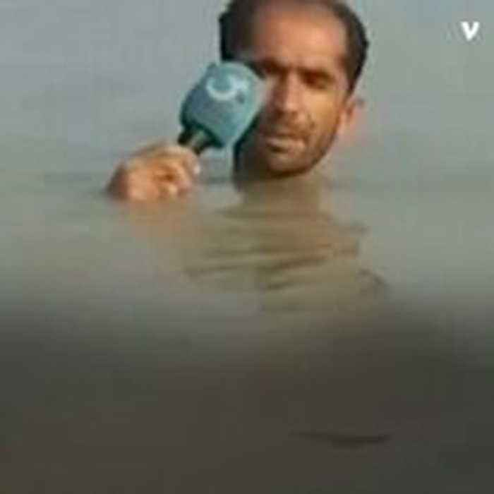 This Pakistani Reporter Goes Above and Beyond by Reporting in Neck-Deep Flood Water