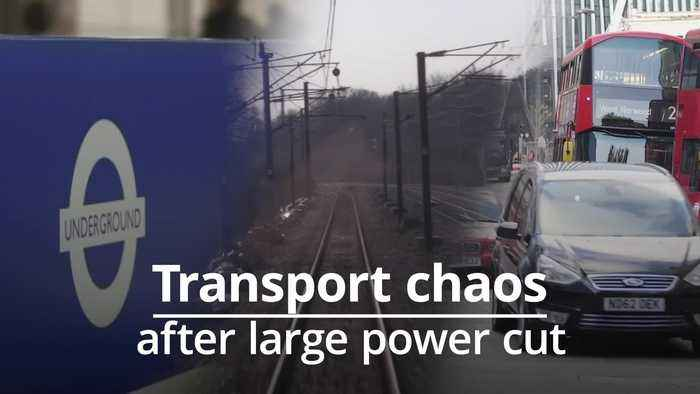 Large scale power cut affects UK travel