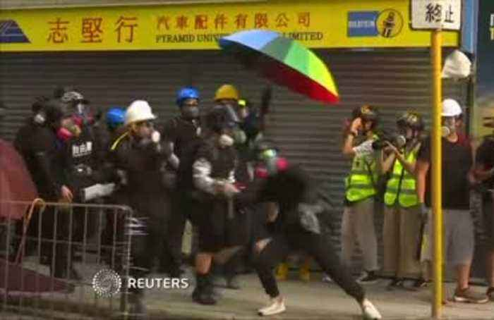 Hong Kong protesters, police play cat and mouse