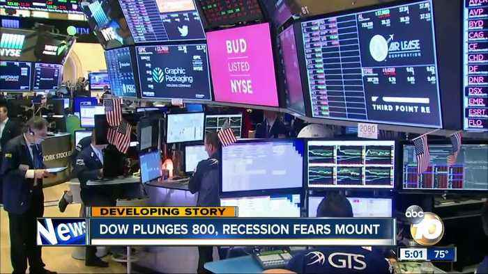 Dow plunges 800, recession fears mount