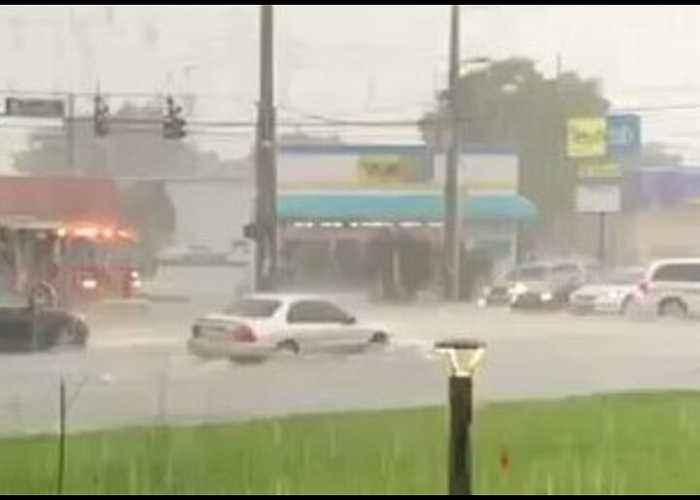 Heavy Rain Floods Orlando Streets