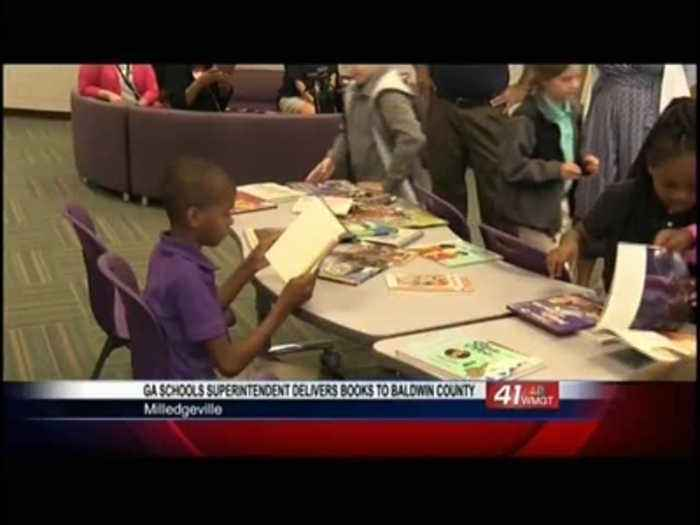 Georgia Schools Superintendent delivers more than 1,000 books to Baldwin County School District