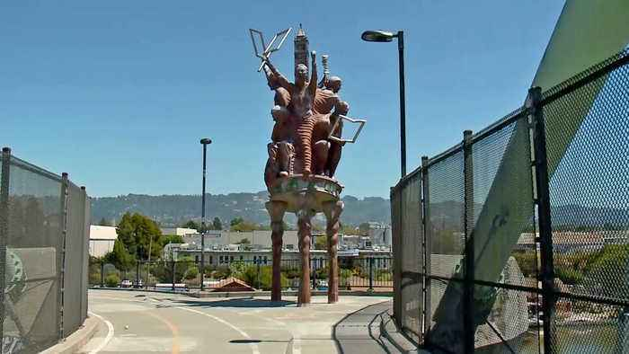 Berkeley Arts Commission Votes to Remove 'Big People' Sculpture Above I-80