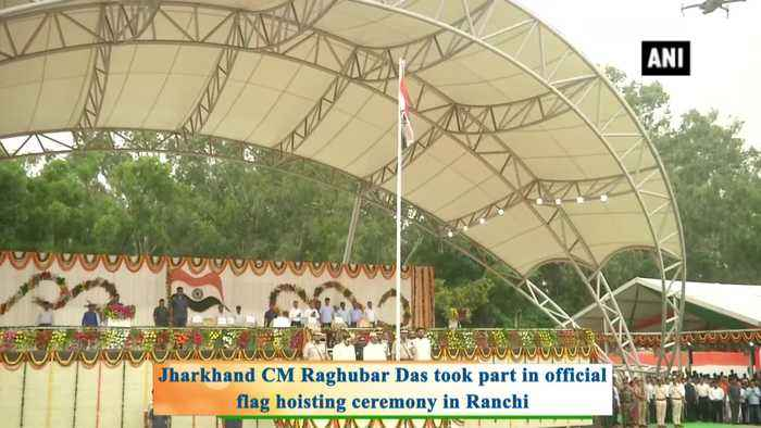 CM Raghubar Das unfurls tricolour in Ranchi on occasion of Independence Day