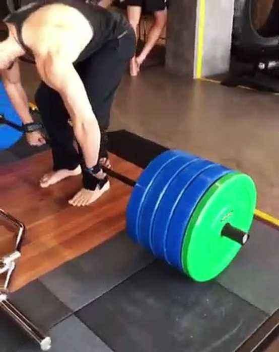 'Superhuman' Tiger Shroff 'deadlifts' 200 kg