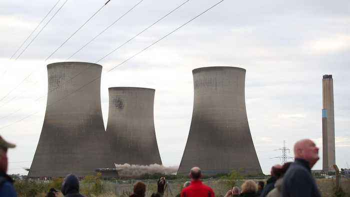 Didcot Power station demolished in 10 seconds