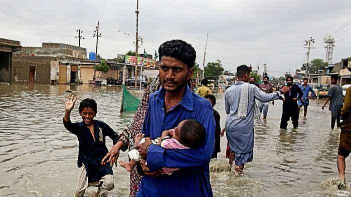 Pakistan floods: Scores of people evacuated