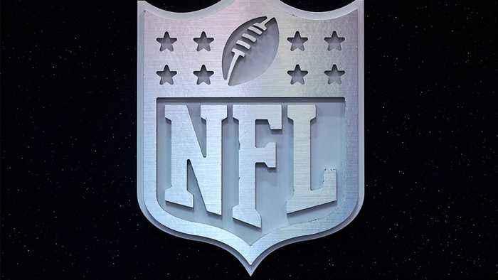 Raiders, Packers Play Preseason Game on 80-Yard Field in Winnepeg