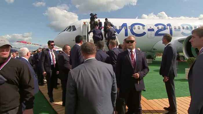 Ice cream and a fighter jet: Putin shows Erdogan around airshow