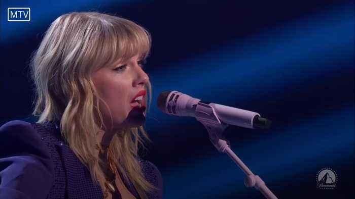 Taylor Swift wins big at VMAs
