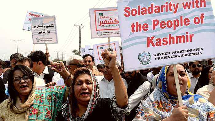 Pakistan 'Kashmir hour': PM calls for solidarity movement