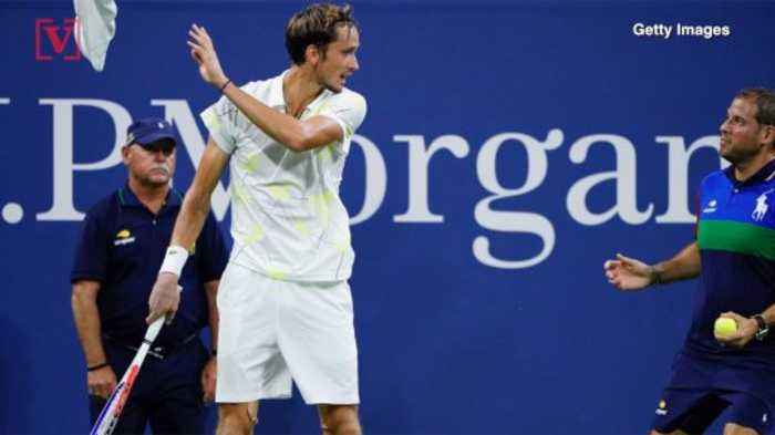 Daniil Medvedev Angers Crowd By Tossing Aside Towel; 'I Won Because Of You'