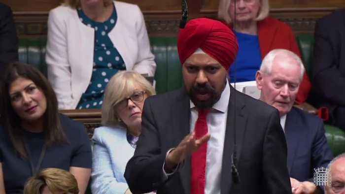 Commons applauds Labour MP as he calls on Boris Johnson to apologise for derogatory remarks about women wearing burqas