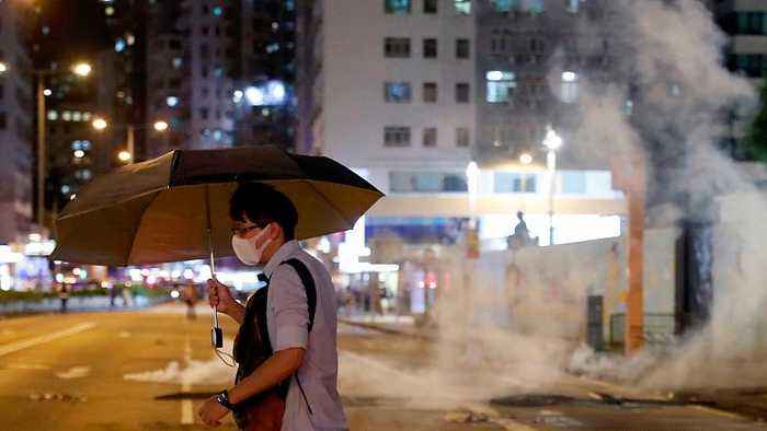 Hong Kong police fire tear gas to disperse protesters