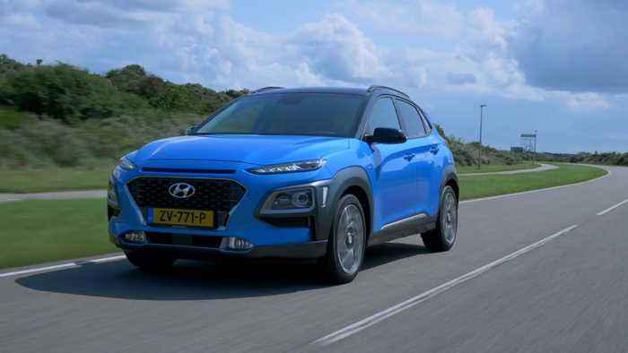 Hyundai Kona Hybrid Driving in the country
