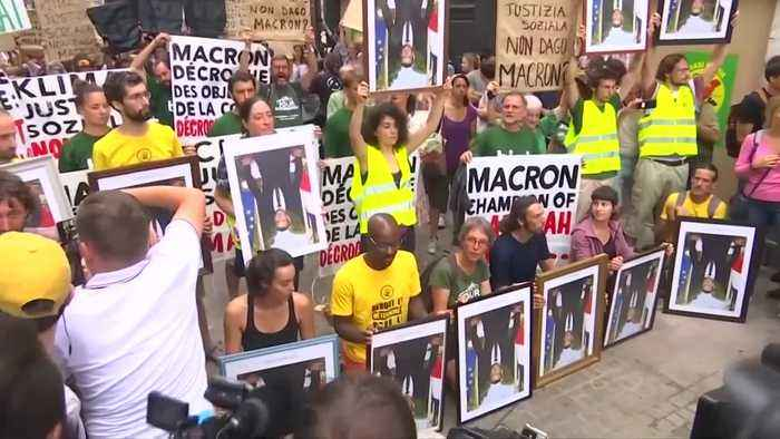 Protesters on trial for stealing Macron portraits