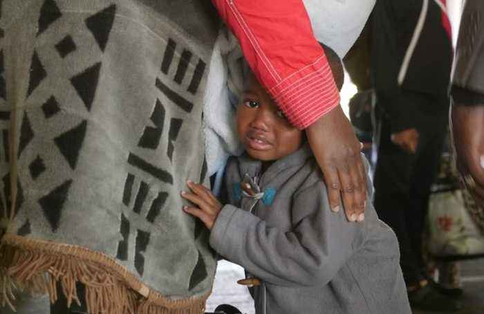 Hundreds of Nigerians leave South Africa after xenophobic attacks