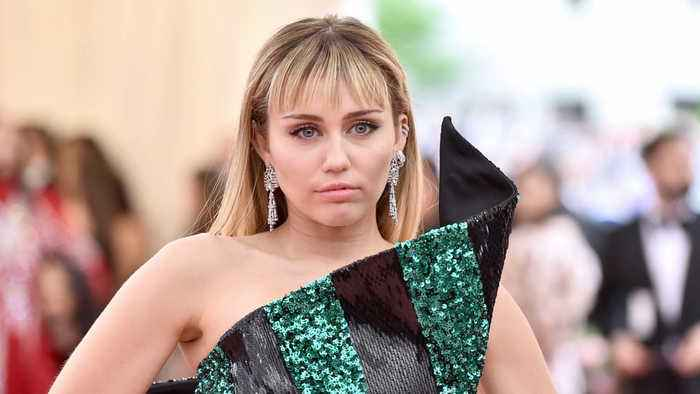 Miley Cyrus in tears during emotional tribute to late hairstylist Oribe Canales