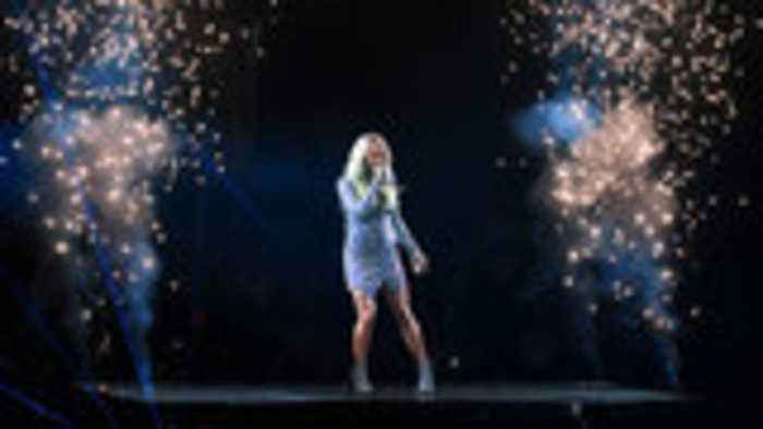 Everything You Missed From Carrie Underwood's LA Cry Pretty Tour Stop   Billboard News