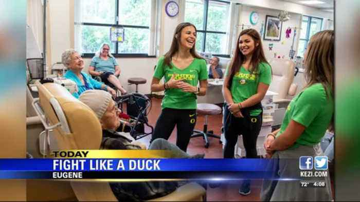 Oregon cheerleaders, mascot visit cancer patients