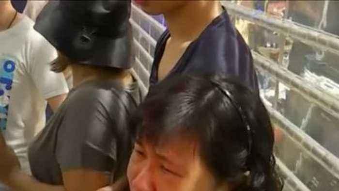 Protesters clash at Hong Kong shopping mall