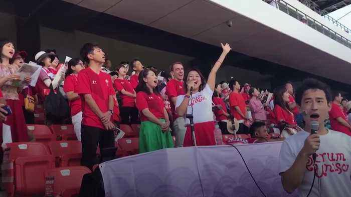 15,000 Japanese fans sing Welsh national anthem at training session
