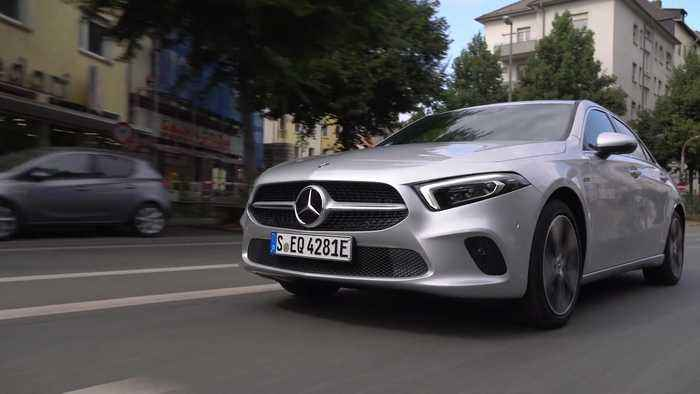 Mercedes-Benz A 250 e Sedan in iridium silver Driving Video