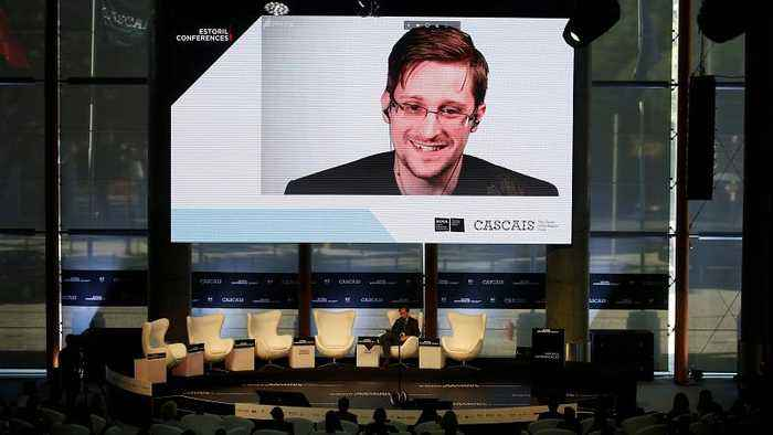 US whistleblower Edward Snowden said 'he would love to be granted asylum in France'