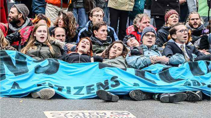London Police Arrest 276 Climate Protesters
