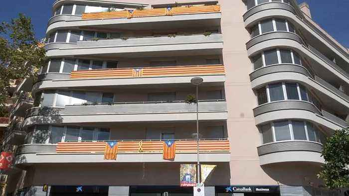Barcelona residents use balcony flags to show stance on independence