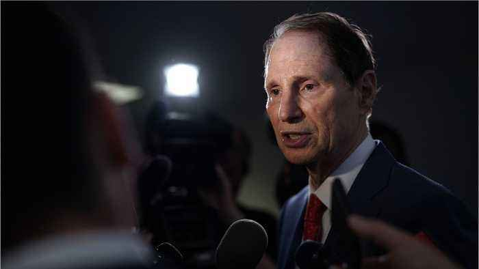 Senator Wyden Wants Facebook And Google To Suspend Micro Targeting Tools