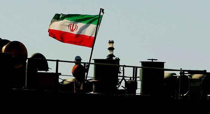 Explosion on an Iranian oil tanker has set the vessel on fire near Saudi port city of Jeddah: report