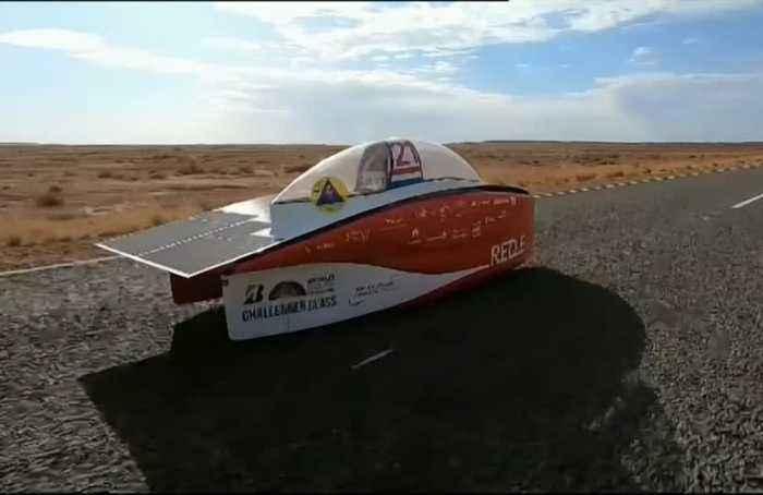 Wild winds wreak havoc for World Solar Challenge in Australia