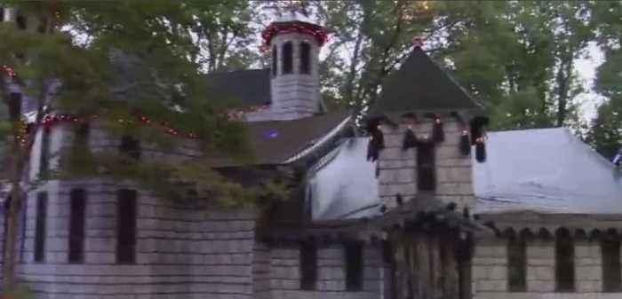 North Carolina man decorates home