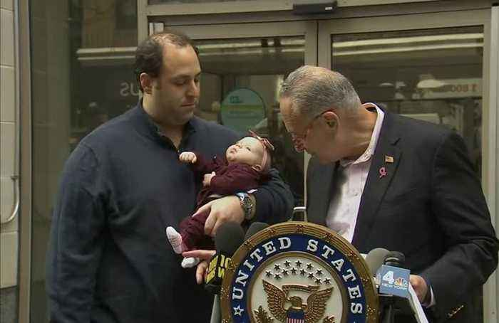 Schumer calls on FDA to probe toxic baby food report