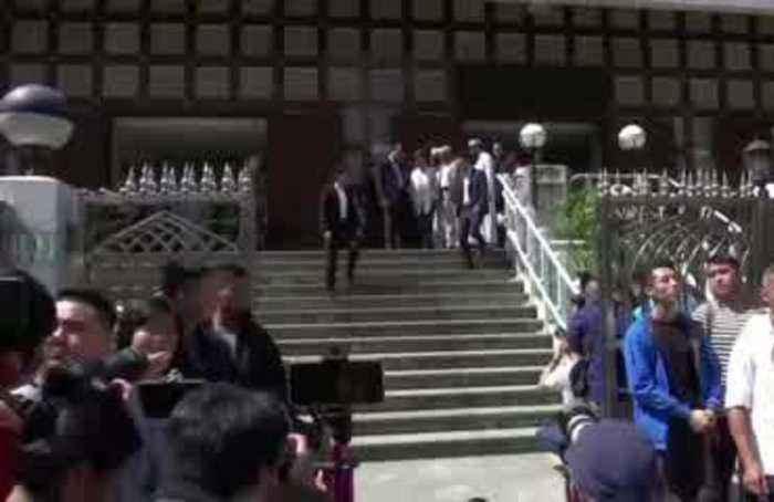 Lam apologizes to Hong Kong Muslims