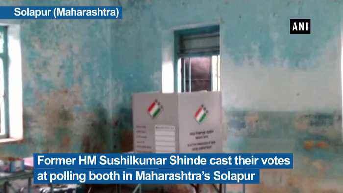Former HM Sushilkumar Shinde cast vote in Maharashtra