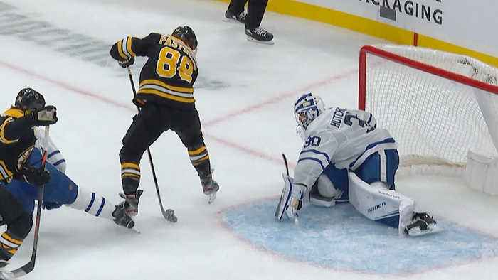 David Pastrnak goes through his legs for PPG