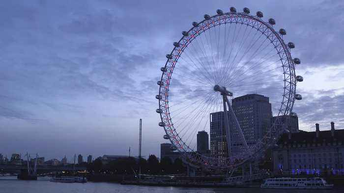 London Eye goes into reverse to mark end of BST