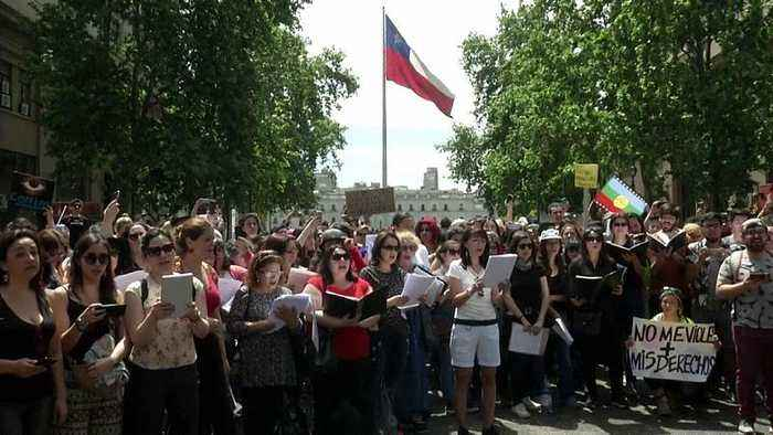 Choral singers call for peace and unity amid Chile unrest
