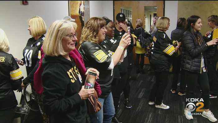 Pittsburgh Steelers Host Ladies Night Out Event