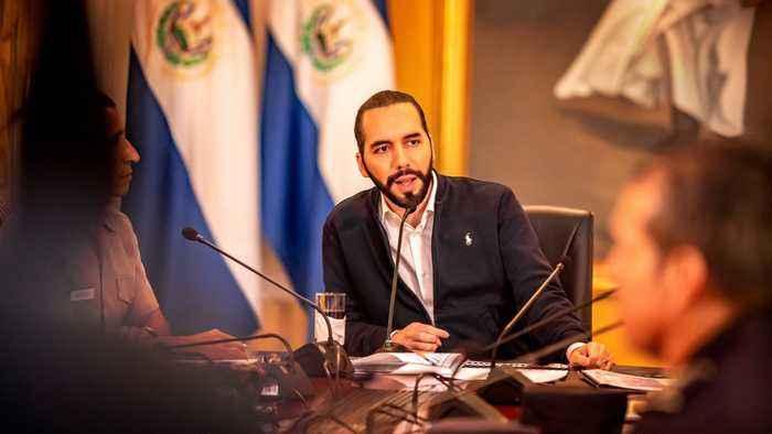 El Salvador Expels Maduro's Diplomats, Backs Venezuelan Opposition