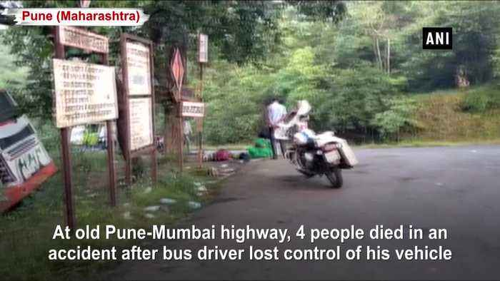 4 dead 30 injured after bus vehicle lost control on old Pune Mumbai highway