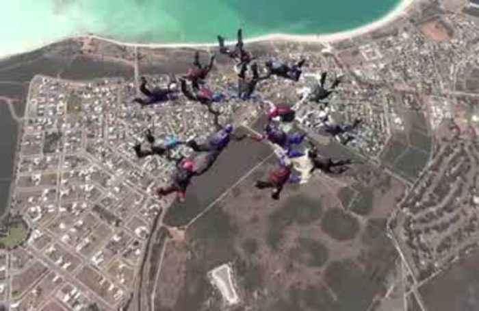 Australian women set skydiving record