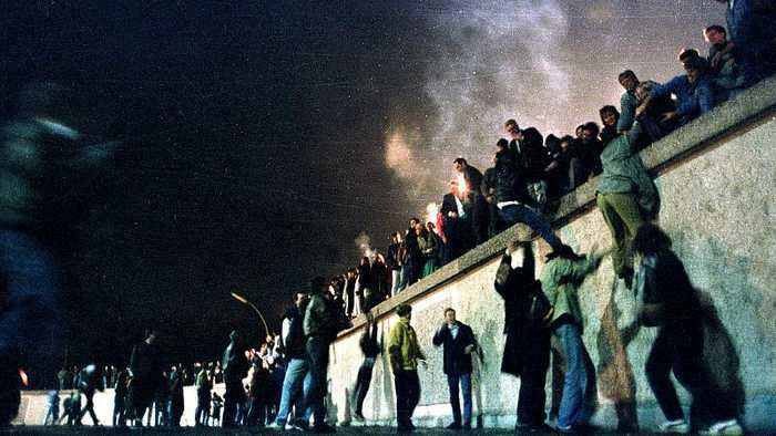'Chisels were sold out across Berlin': Euronews remembers the night the wall fell