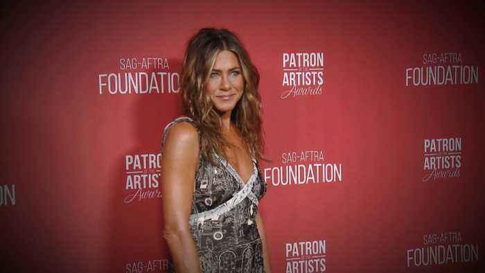 Jennifer Aniston, Oprah Winfrey & More Stars Step Out