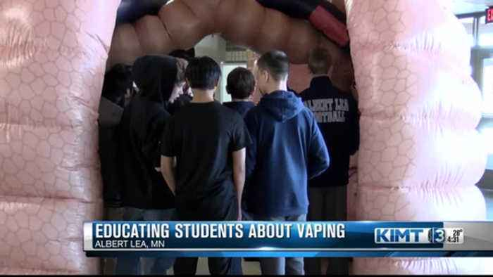 Inflatable lungs teach students about the dangers of vaping