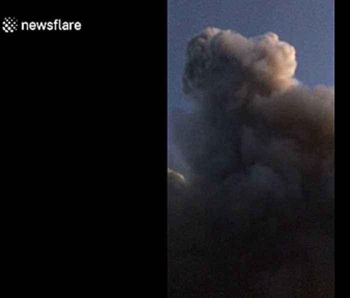 Australian bush fire nears homes in New South Wales